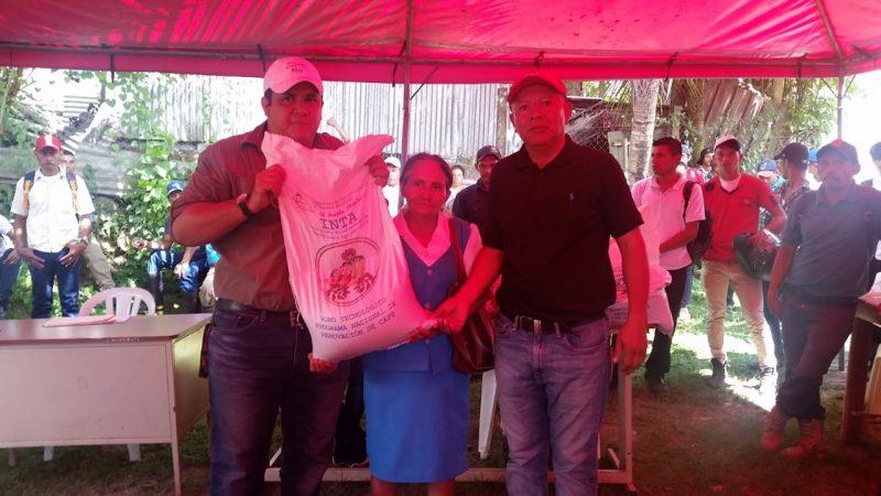 Entregan bonos a 1,000 caficultores en Waslala Managua. Radio La Primerísima