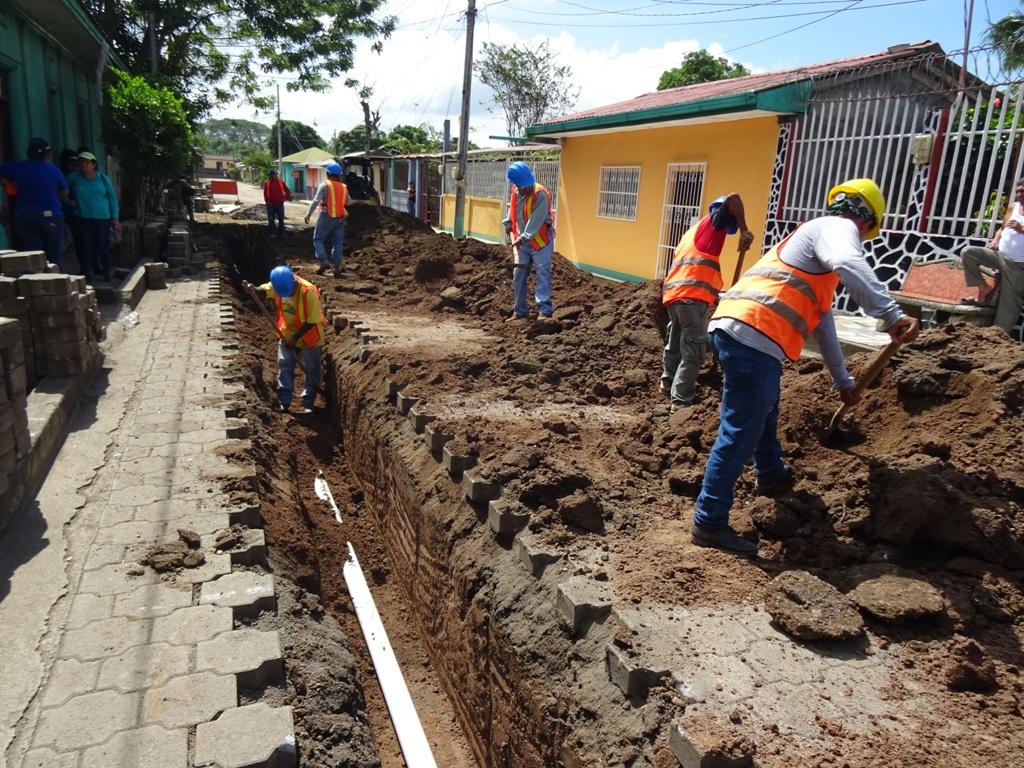 Aumentan trabajos para instalar alcantarillado en Bluefields Managua. Radio La Primerísima
