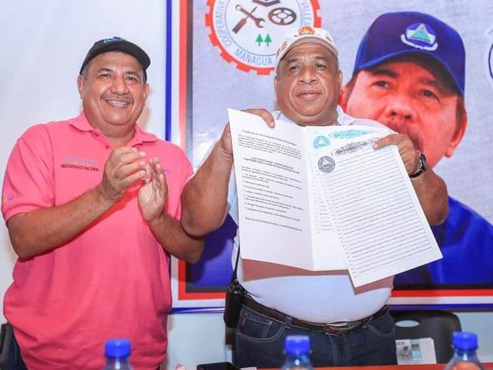 Entregan título de propiedad a cooperativa Parrales Vallejos