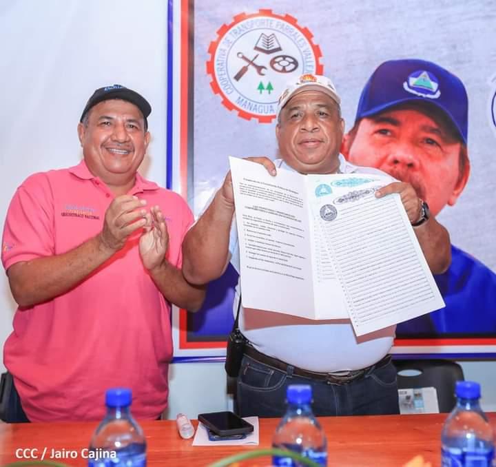 Entregan título de propiedad a cooperativa Parrales Vallejos Managua. Radio La Primerísima