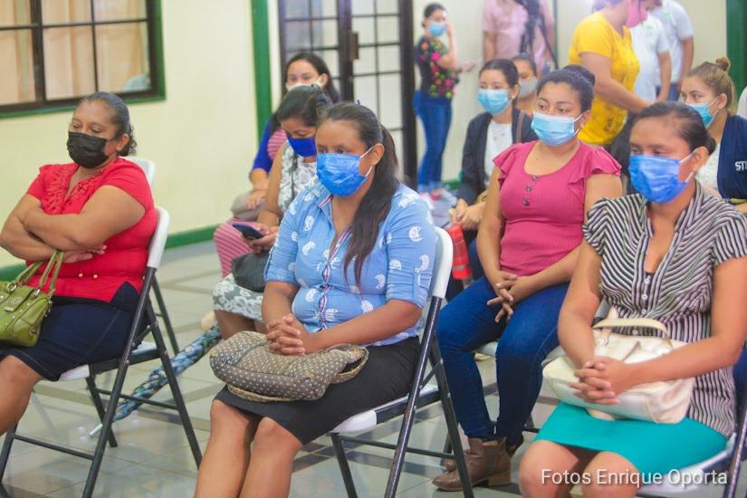 Mujeres emprendedoras reciben financiamiento Managua. Radio La Primerísima