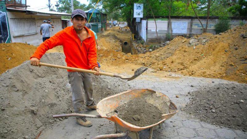 Construyen plaza para comerciantes del Israel Lewites Managua. Radio La Primerísima