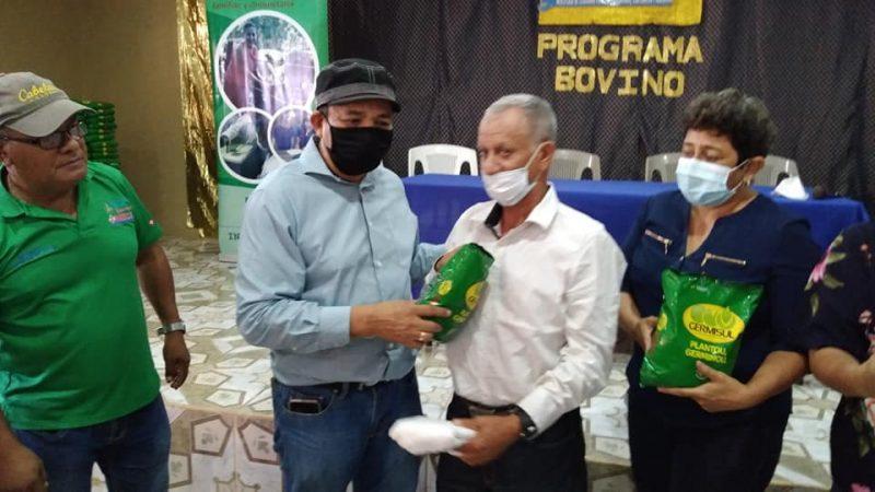 Ganaderos de Chontales reciben semillas de pasto mejorado Managua. Radio La Primerísima