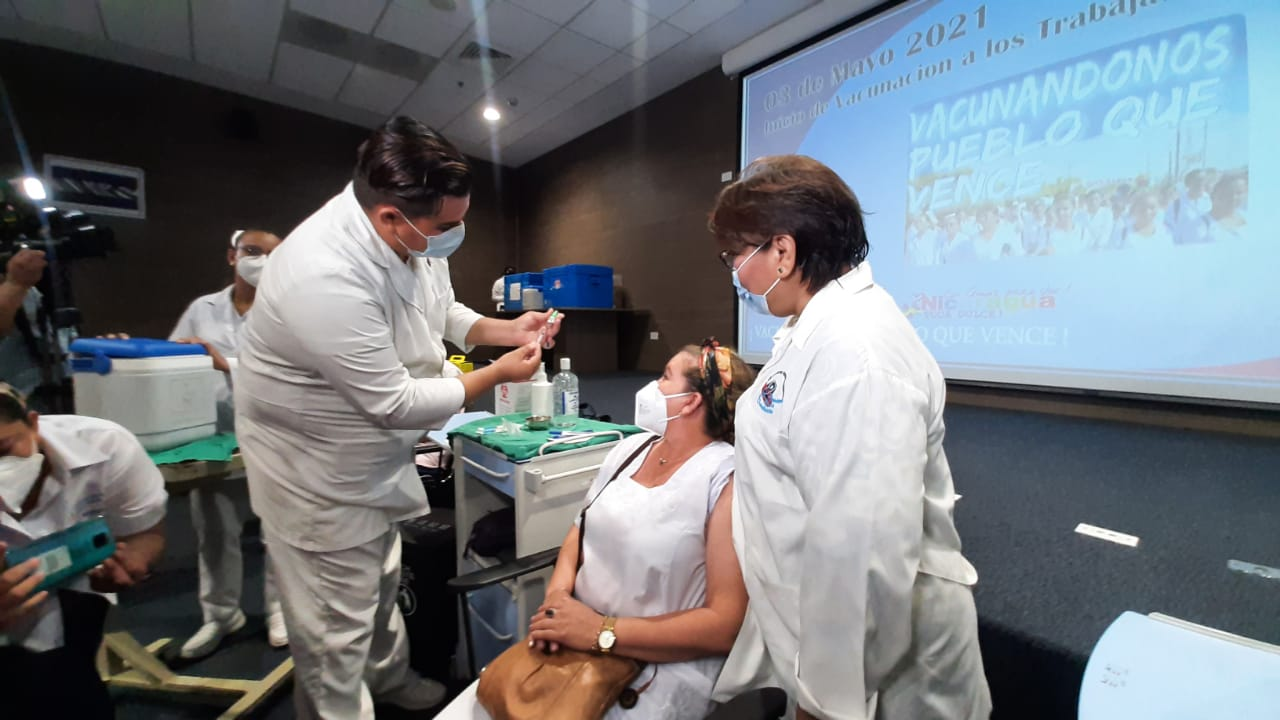 Personal de salud inicia a ser vacunado contra el Covid-19 Managua. Lisbeth González/ Radio La Primerísima