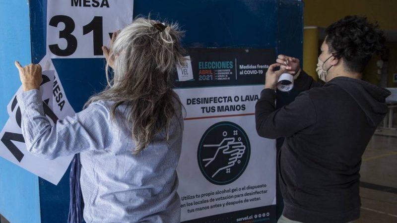 Chilenos votan para elegir a redactores de nueva Constitución AFP