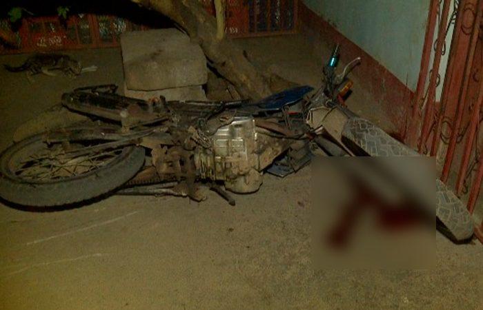 Motociclista se estrella contra el portón de su casa en Managua Managua. Radio La Primerísima