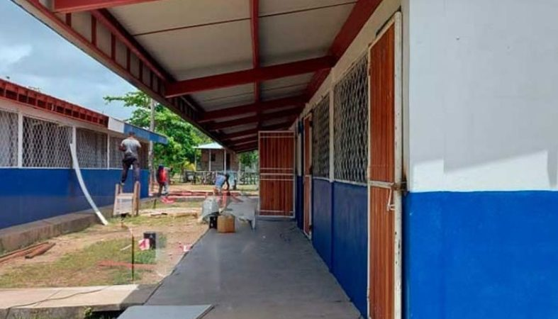 Rehabilitan más escuelas dañadas por huracanes Managua. Radio La Primerísima