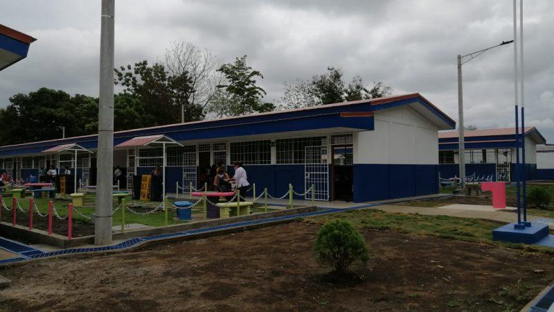 Inauguran escuela en El Viejo Managua. Radio La Primerísima