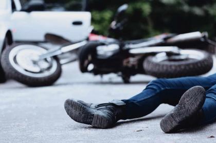 Pasajero de moto muere al impactar contra señal de tránsito Managua. Radio La Primerísima