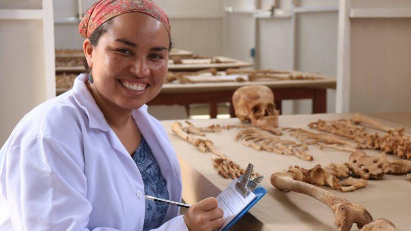 Escrudiñar el pasado con instrumentos del futuro Lima. Por Marcela Pérez Silva/Radio La Primerísima