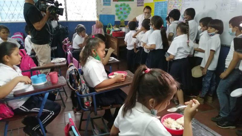 Sigue distribución de Merienda Escolar en Managua Managua. Radio La Primerísima
