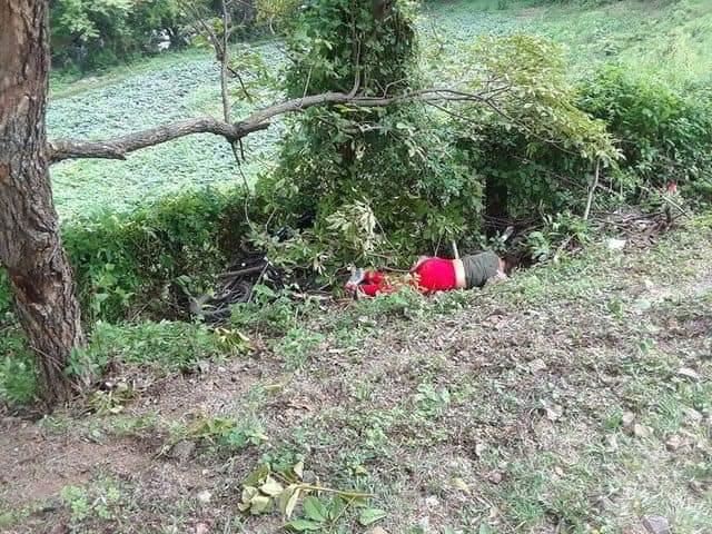 Mujer fallece al estrellarse la moto en que viajaba contra un árbol Managua. Radio La Primerísima