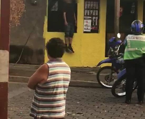 Joven se suicida en plena vía pública en Managua Managua. Radio La Primerísima