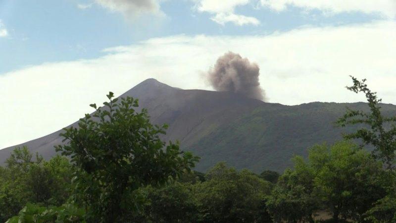 Volcán Telica registra una explosión de gases y cenizas Managua. Radio La Primerísima
