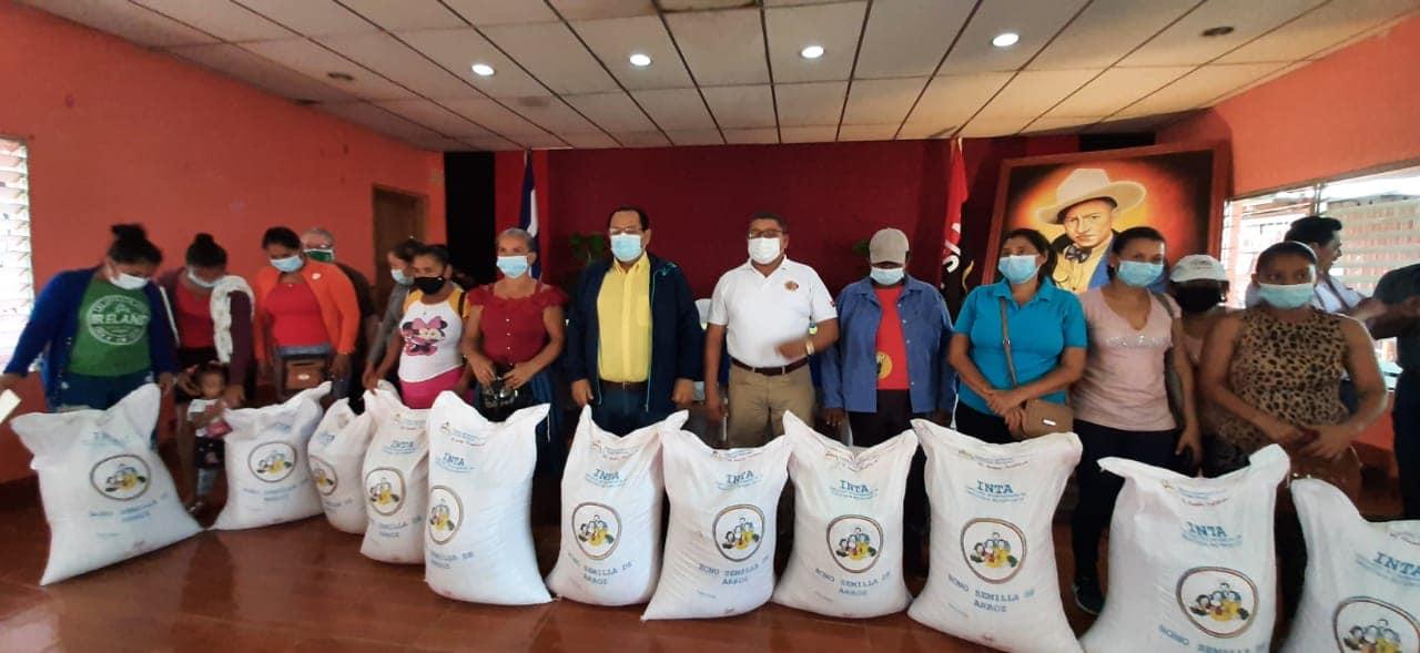 Productores de Tipitapa reciben bonos de arroz Managua. Radio La Primerísima