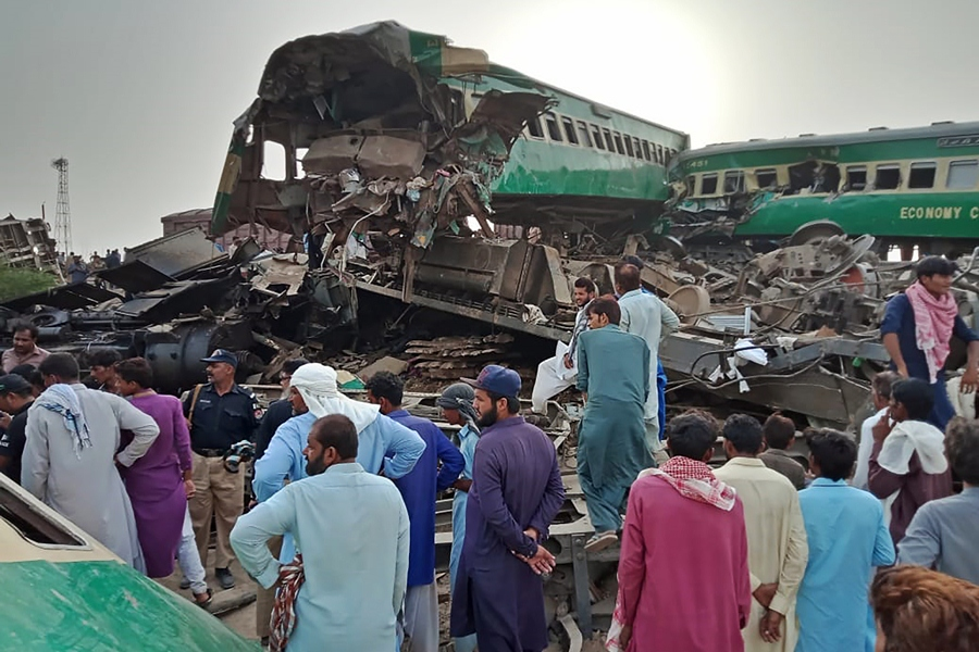 Choque de trenes deja 40 muertos en Pakistán Agence France-Presse