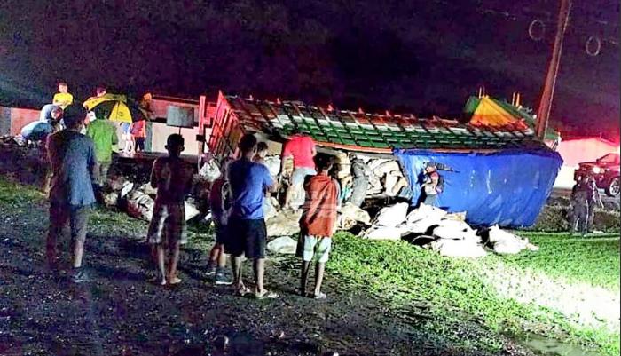 Nicas lesionados tras caerles cargamento de yuca en Costa Rica Managua. Radio La Primerisima