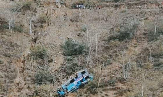 Autobús cae a un abismo en Perú y resultan 17 muertos AFP