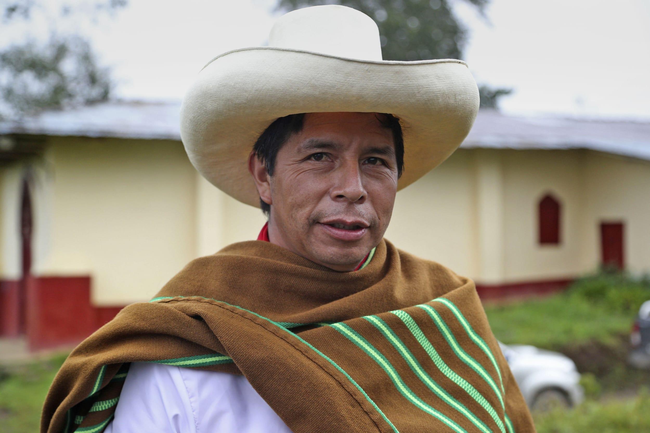 Lecciones de un maestro peruano Por Lautaro Rivara (*) | https://todoslospuentes.com/