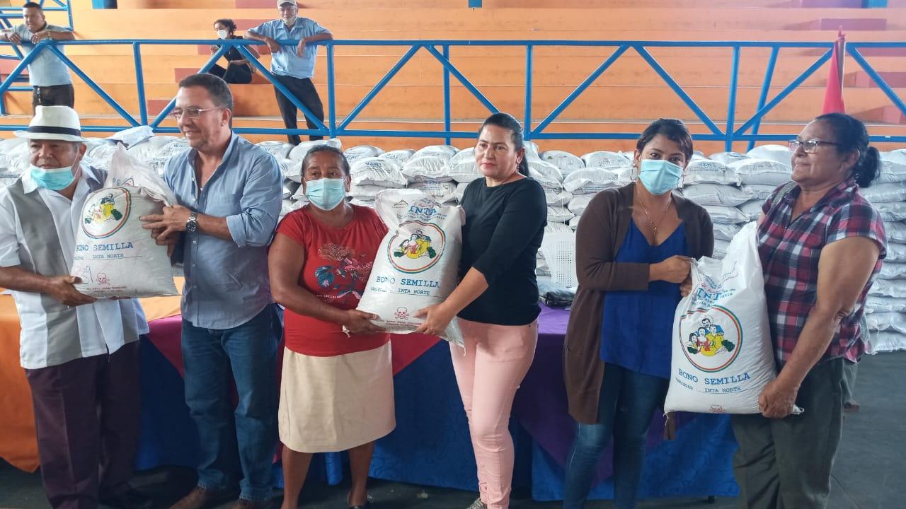 Productores de Jinotepe reciben bonos tecnológicos Carazo. Manuel Aguilar/ La Primerisima