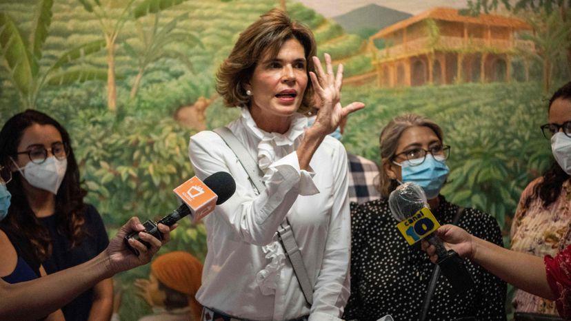 Chamorro bajo arresto domiciliar Managua. Radio La Primerísima