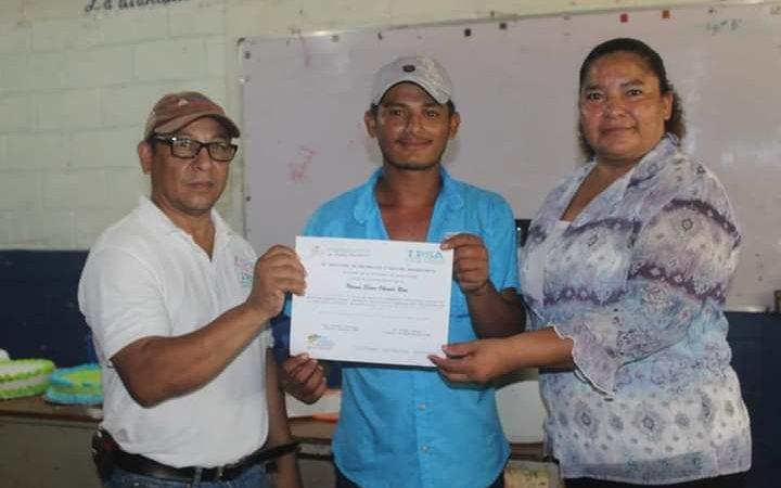 Caribe Sur cuenta con nuevos especialistas en inseminación bovina Managua. Radio La Primerísima