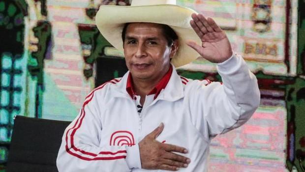 Pedro Castillo gana elecciones presidenciales en Perú