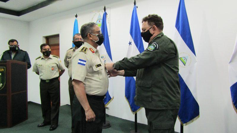 Condecoran a directores y jefes de inteligencia militar de países de la región Managua. Radio La Primerísima