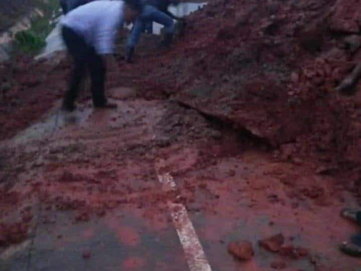 Despejan vía del tramo El Rama- Kukra Hill obstruido por deslizamiento de tierra