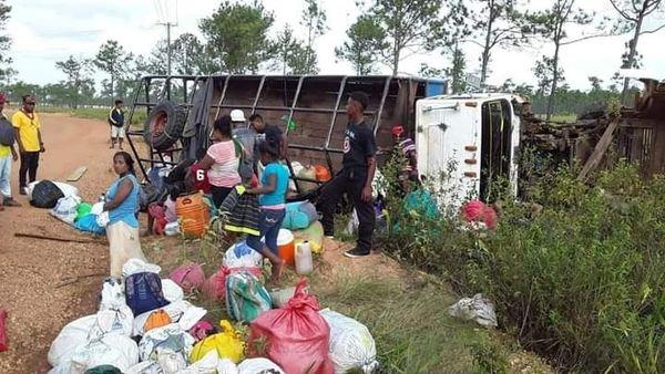 Vuelco de camión deja 13 lesionados en Bilwi