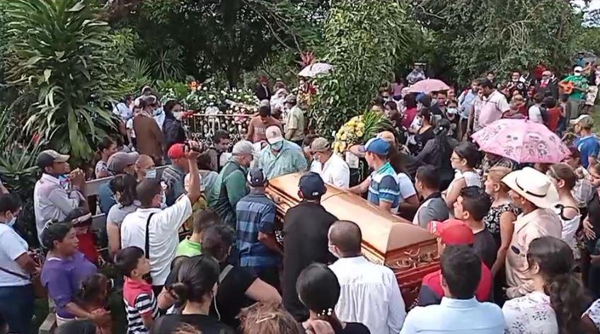 Sepultan a mujeres asesinadas en Mulukukú Managua. Radio La Primerísima