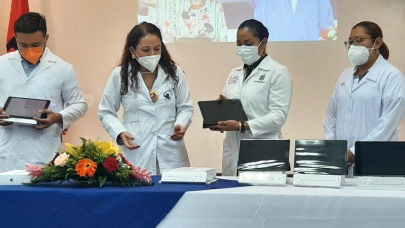 MINSA entrega tablets a unidades médicas Managua. Libeth González/Radio La Primerísima