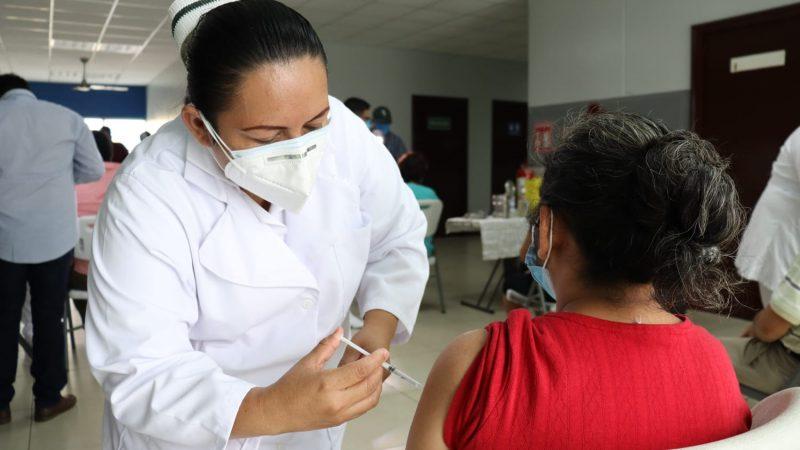 Prosigue vacunación contra Covid-19 Managua. Radio La Primerísima