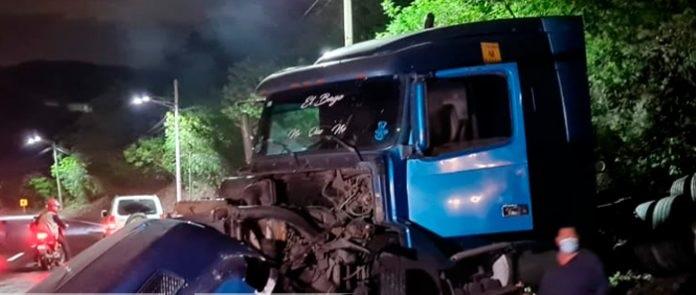 Invasión de carril ocasiona accidente en Cuesta El Plomo Managua. Radio La Primerísima