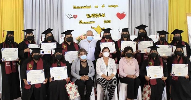 Gradúan a 22 enfermeras con programa Universidad en el Campo Managua. Radio La Primerísima