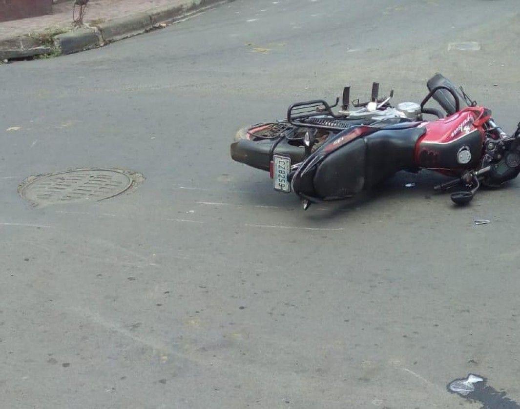 Accidente deja con lesiones a motorizado en Chinandega Managua. Radio La Primerísima