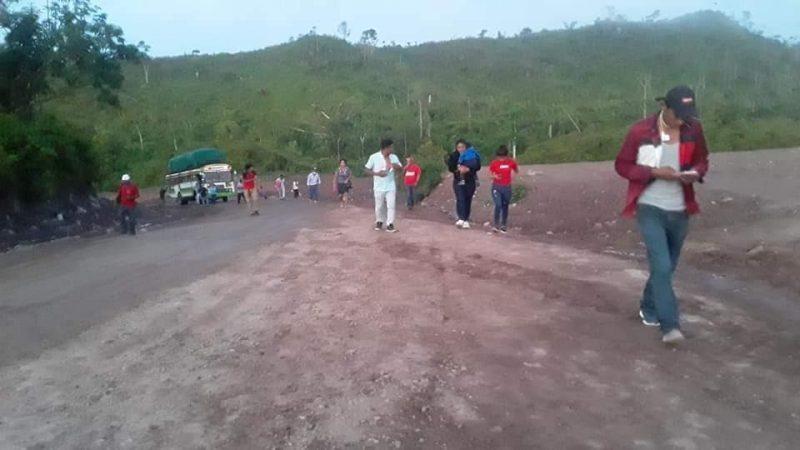 Piden a pasajeros bajarse del bus para subir cuesta en Siuna Managua. Radio La Primerísima