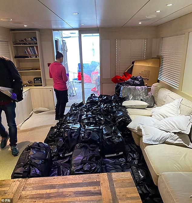 Nicas transportaban 2 toneladas de cocaína para venderse en Reino Unido Plymouth. Agencias