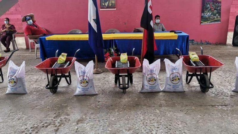 Entregan bonos a productores de San José de Bocay Managua. Radio La Primerísima