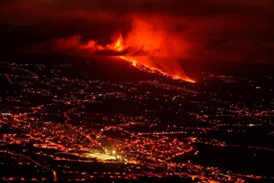 2 mil evacuados por erupción de volcán en España Madrid. Agencias.
