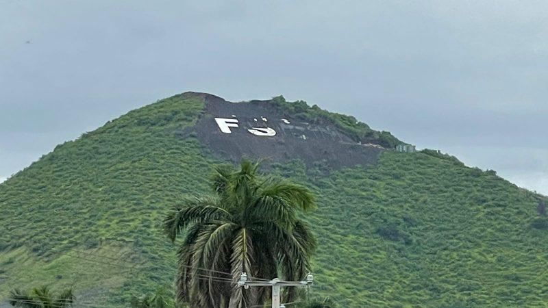 Colocan nuevamente letras del FSLN en el cerro Mostatepe Managua. Radio La Primerísima