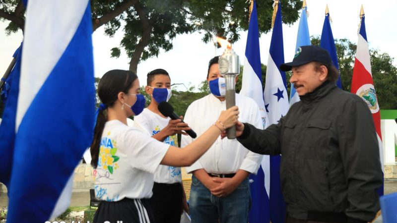 Presidente Daniel recibe la Antorcha de la Libertad Managua. Radio La Primerísima