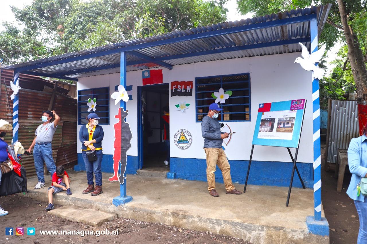Entregan una vivienda en el barrio 30 de mayo Managua Radio La Primerísima