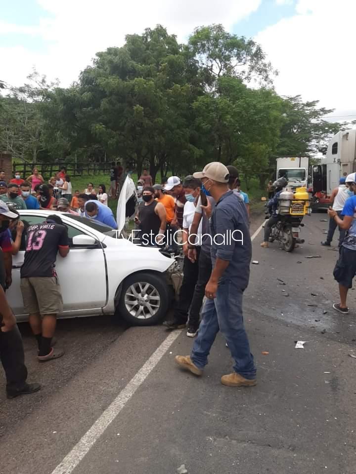 Dos lesionados tras colisión en Estelí Managua. Radio La Primerísima