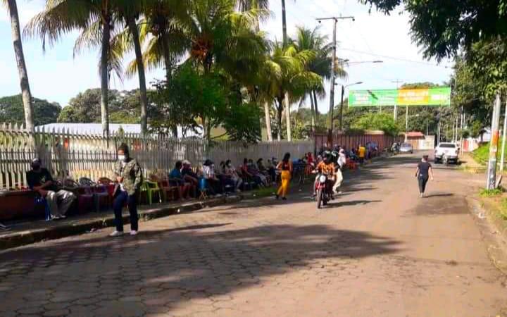 Pobladores de Carazo inician hacer filas para vacunación Managua. Radio La Primerísima/ Por Manuel Aguilar