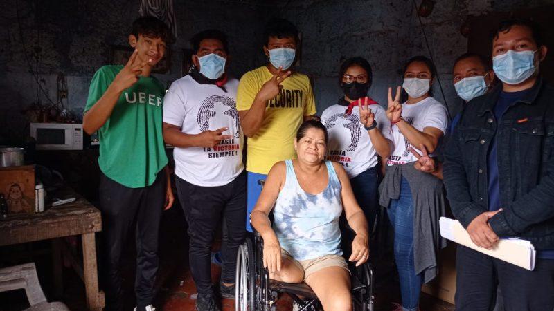 Entregan sillas de ruedas en Carazo Carazo. Por Manuel Aguilar/Radio La Primerísima