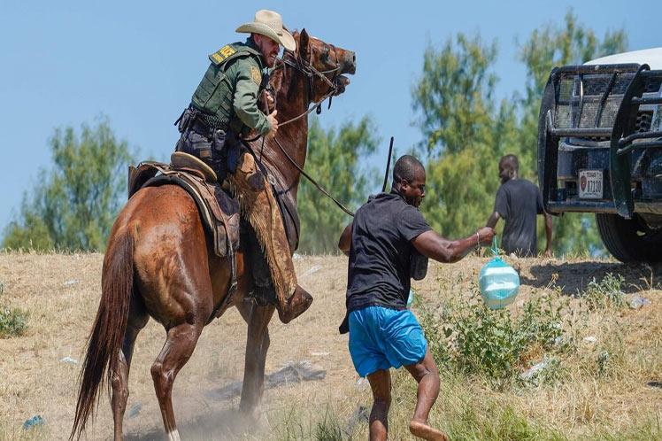 Investigan salvajismo de agentes contra haitianos en EEUU Washington. Prensa Latina