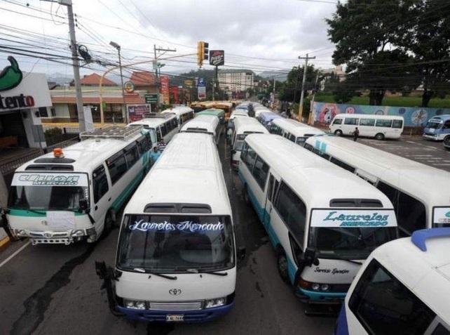 Buseros paralizan actividades en capital de Honduras