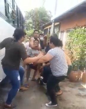 Pasajeros golpean a ladrón tras robo en bus de transporte público Managua. Ingrid Canda/Radio La Primerísima