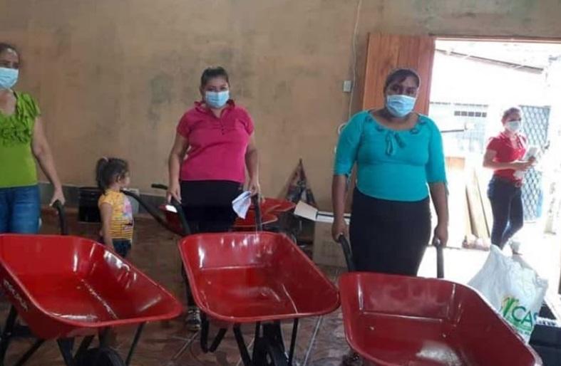 Apoyan emprendimientos de mujeres en Río Blanco Managua. Radio La Primerísima